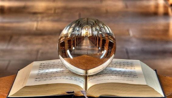 Adivinación con La Bola de Cristal
